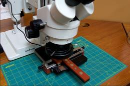 実体顕微鏡との併用による高精度な位置合わせ