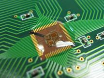 透明ポッティング材で実装後にワイヤー、チップを保護